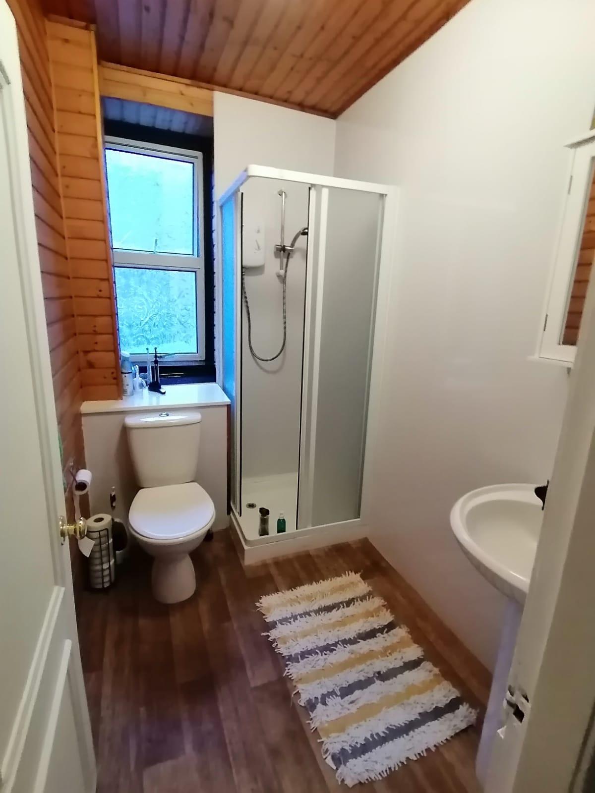 24parkave-shower-room.jpeg