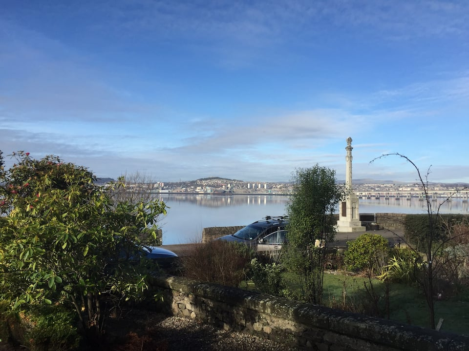 Stylish 3-Bed Apartment with views towards V&A nr St Andrews